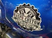 Logo peint sur le réservoir