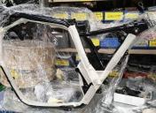 Pose des protections sur le cadre avant montage du moteur