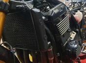 Remise en forme du radiateur et nettoyage bas moteur