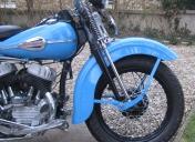 Rayonnage sur moto ancienne