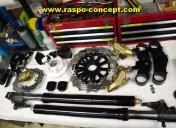 fourche de RSV 1000 / étriers Brembo / disques waves / kit tés raspo-concept / pontets /