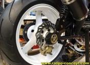 Epoxy des roues en blanc, disques Ar wave France Equipement, renforts de bras oscillant