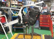 Montage du moteur et bras oscillant