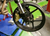 Préparation de la roue Av (attente des roulements spéciaux)