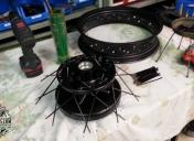 Rayonnage des roues après époxy en noir mat